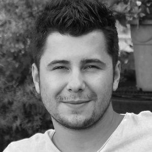 photo en noir et blanc de charles bel infographiste 3D Lyon
